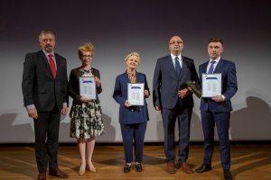Prawnik Pro Bono 2017 od lewej: dr Filip Czernicki, Beata Siemieniako, mec. Karolina Kędziora, mec. Mariusz Filipek, Minister Łukasz Piebiak/fot. Rzeczpospolita